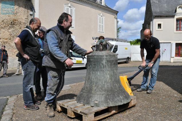 Clermont-Créans, La cloche de l'église part en restauration
